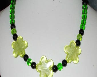 Necklace with spring flowers
