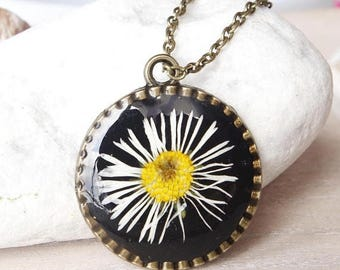 Sale Real daisy necklace  Resin necklace Pressed flower jewelry Flower pendant Terrarium necklace White flower  Mothers day  gift for grandm