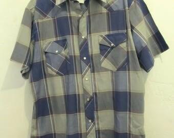 A Men's Vintage 80's Short Sleeve,Windowpane Plaid WESTERN Snap Shirt By WRANGLER.XL(46)