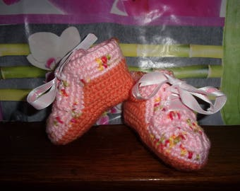 sneakers rising girl hand crocheted.