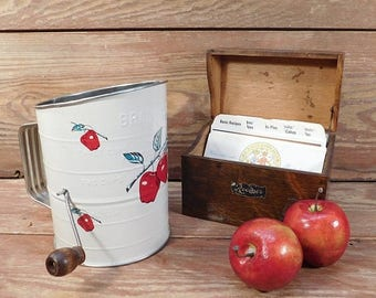20% OFF SALE - Vintage Bromwell's Flour Sifter, Farmhouse Kitchen, Bromwell Apple Sifter, Farmhouse Chic