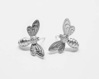 E0035-1/Anti-tarnished Matte Rhodium Plating Over Brass/Honey Bee Stud Earrings/22x18 mm/2pcs