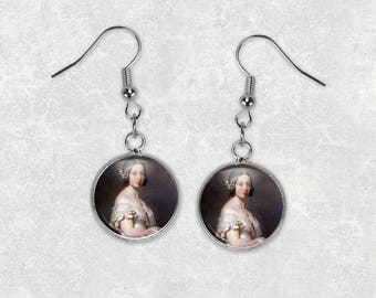 Queen Victoria, 12mm Dangle Earrings, Vintage Earrings, Victorian Era, Steampunk Jewelry, Famous Women, Drop Earrings, Fish Hook Earrings