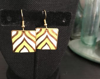 Yellow Vintage enamel earrings, 1960s earrings, enamel earrings, dangle earrings, yellow white enamel earrings, white enamel earrings E125