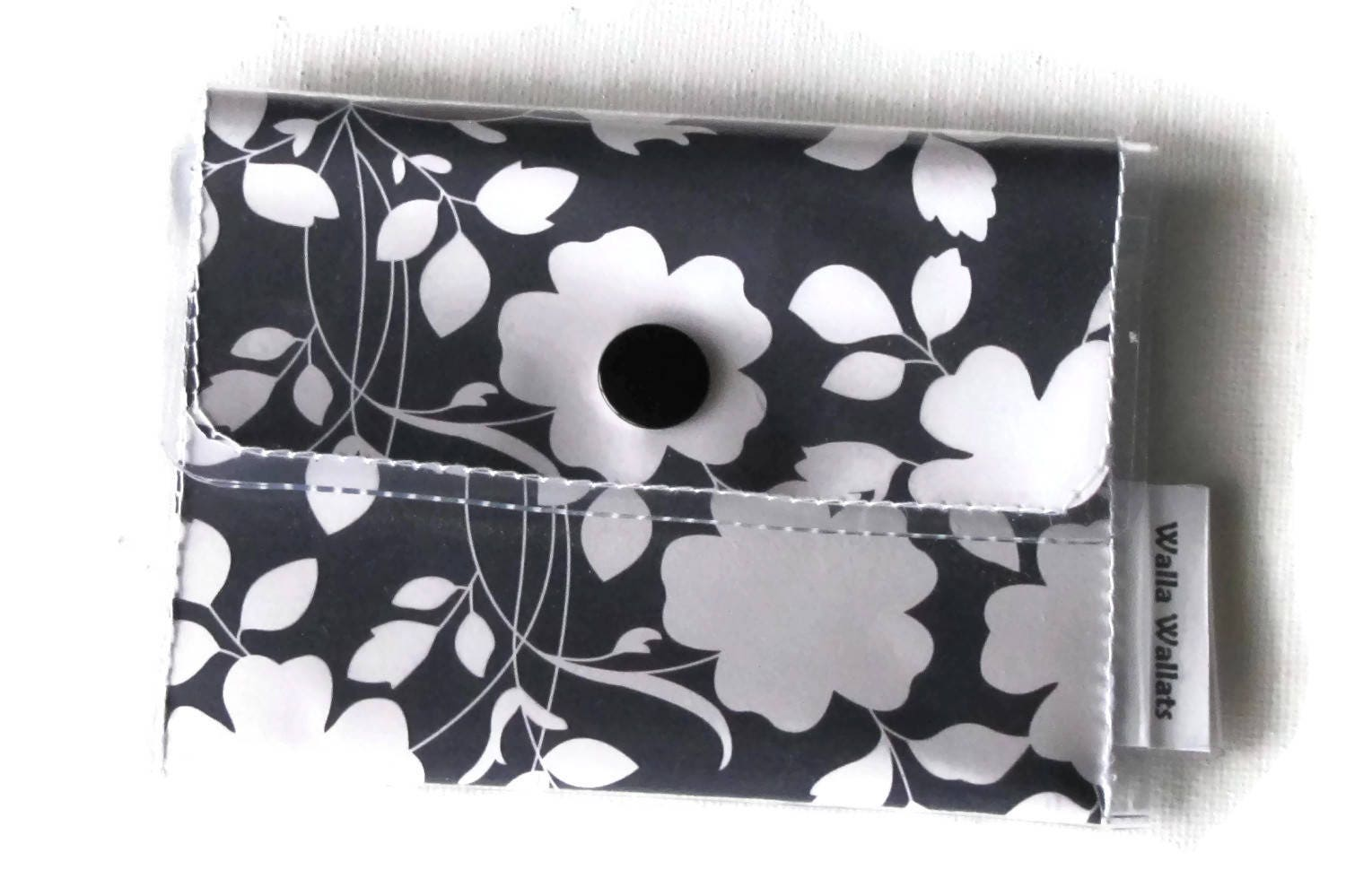 Floral cashcard womens wallet navy blue and white vinyl wallet floral cashcard womens wallet navy blue and white vinyl wallet vintage colourmoves