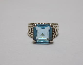 Beautiful blue sterling silver ring size 7