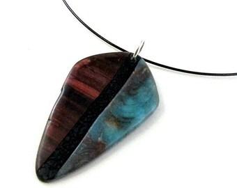 Collier imitation bois et pierre turquoise en pâte polymère