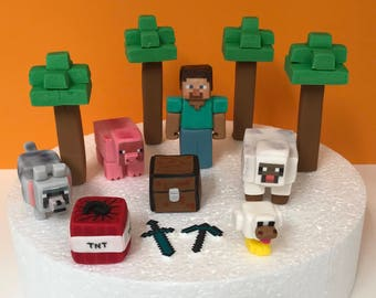 Edible Minecraft fondant figurines