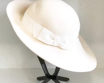 Vintage Liz Claiborne, 100% wool hat.