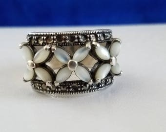 R110 Sterling Silver Ring with Mother of Pearl Flowers
