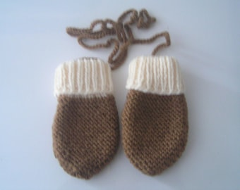 Mittens for baby 3/6 month white/brown color hand-knitted