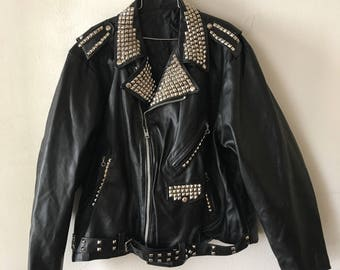 Heavy Motorcycle Short Vintage Black Genuine Smooth Leather Jacket With Metal Rivets Men's Size Extra Large.