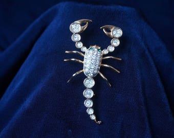 Scorpion brooch gold and rhinestone / 1980 , 1990 / costume jewelry / cardigan sweater / scorpio / zodiac