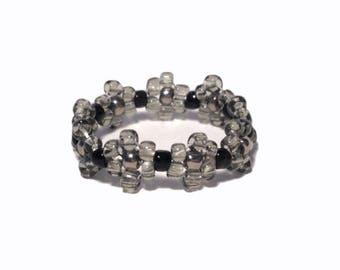 Black bead flower ring, bead ring, flower bead ring, seed bead ring, black ring, flower rings, handmade ring, beaded ring, beaded ring