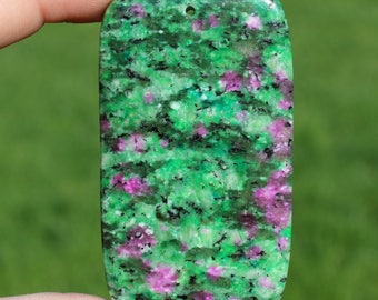 1 SINGLE LARGE PENDANT BEAD RUBY ZOISITE RECTANGLE MULTICOLORED 63 X 36 X 6 MM AT28