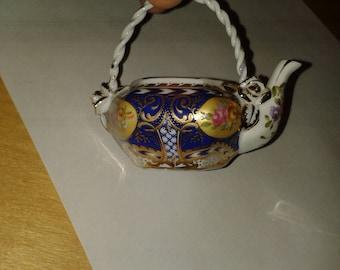 Mini porcelain  TEAPOT /  kettle by Regal Collection