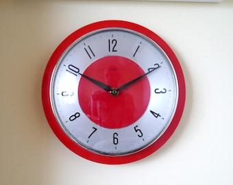 Fab red Metamec wall clock, retro kitchen