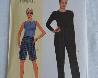 Vogue 7027 Misses/Misses' Petite Pants and Shorts Sewing Pattern / Size A-B-C / Uncut FF