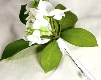 White Hydrangea Boutonniere, White Lapel Pin, Groom Boutonniere, Groomsmen Boutonniere, Hydrangea Tux Flower, Wedding Boutonniere