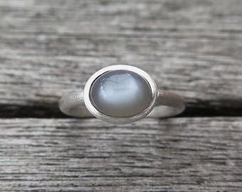 Ring 925 Silver with grey Moonstone cabochon