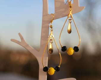 Black and yellow beads earrings