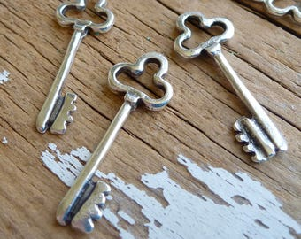 Antique Silver Clover Key Pendant Charm, Pack of 6, Greek Metal, Mykonos Beads