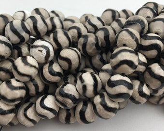 Tibetan Agate w/Wavy Stripe Faceted Round Loose Beads 15.5'' Long Per Strand Size 8mm/10mm/12mm. R-F-AGA-0037