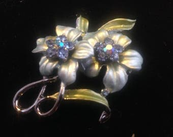 Stunning silver and blue toned vintage flower brooch