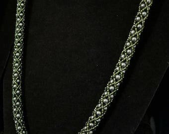Heather Pearl Necklace (Olive Green)