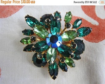 ON SALE stunning estate green rhinestone starburst brooch