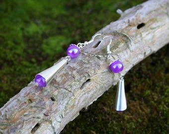 Boucles d'oreilles pendantes style ethnique - perle violet intense brillante et métal argenté