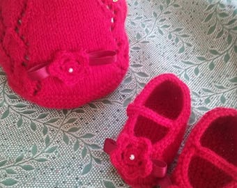 Red Hat and booties with flower and satin