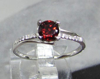 Ring size 58 silver Garnet and white zirconia