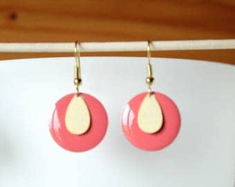 Salmon pink enameled sequin and drop earring gold