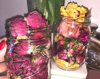 16 oz Mason Jar filled with dry flowers and luxury scents !
