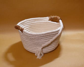 Rope basket with iris handles