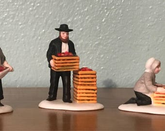 Heritage Village Collection - Amish Family - Deptartment 56