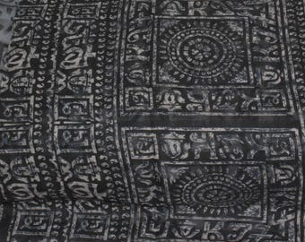 Creative Design Cotton Fabric Vintage Decorative Floral Design Fabric Indian Dress Sari.