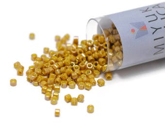 11/0 Delica Beads / #2272 / Miyuki Japanese Seed Beads / Glazed Opaque Pistachio / 7 grams / DB2272