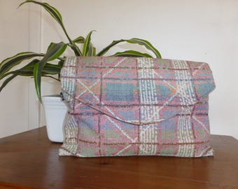 Stylish bag with upholstery fabric, envelope format