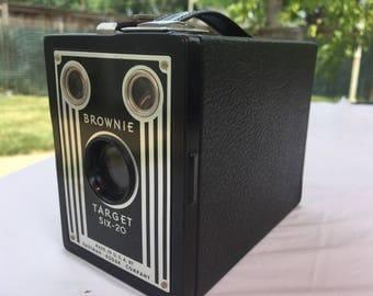 Vintage Kodak Brwonie Target Six-20 Box Camera, Made In USA.