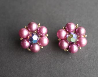 Pink faux pearl beaded earrings, vintage clip on 1950s with central faceted bead