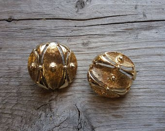 Vintage Sarah Coventry Gold Clip Earrings-Vintage SAC Gold Earring-Vintage Gold Disk Earring-Vintage Gold Button Earring-Free Shipping