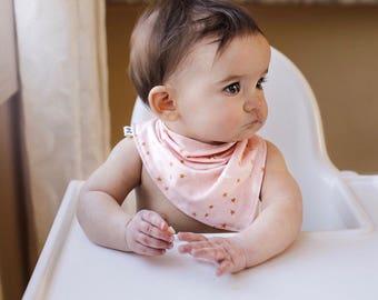 Baby Bandana bib in pink - bandana slab - zeverslab - kwijlslab - baby sjaal - baby girl bandana bib - baby scarf - baby sjaal