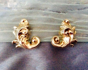 Vintage Whiting & Davis Co. Clip on Earrings