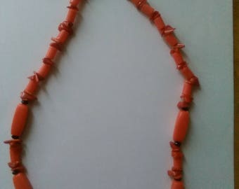 Beaded necklace with Coral crystals