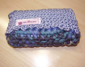 Tissue holder, handcrafted from Ribbon yarn