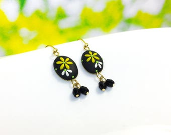 Polymer clay Jewlery of handmade earrings - Black and White flower | FIFI CLAY