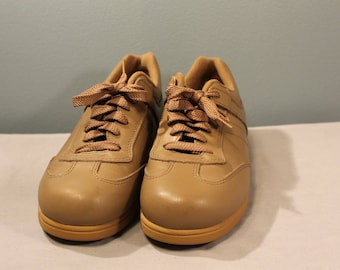 Vintage Beige Lace Up Non-Slip Sneakers Size 6