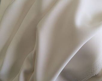 Fluid and falling off white crepe fabrics
